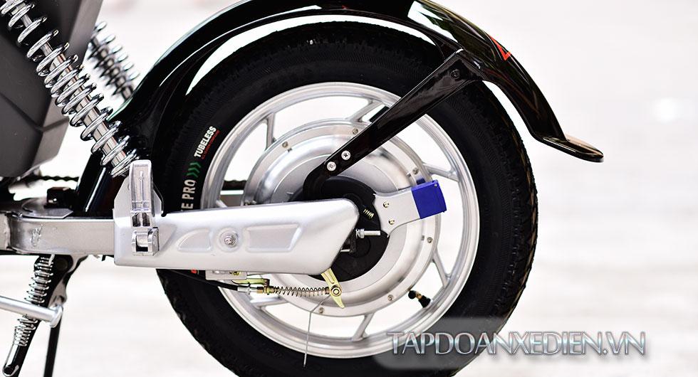 Giảm sóc làm với công nghệ giảm chấn thủy lực giúp xe vận hành êm ái hơn