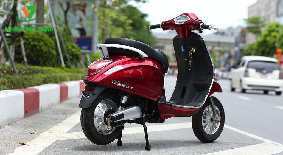 Xe máy điện Vespa Nioshima S màu đỏ mận