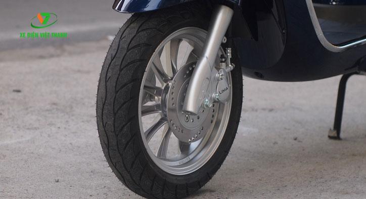 Lốp không săm và phanh đĩa trước an toàn